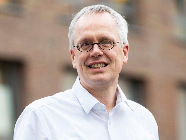 Dr. med. Henrik Thoms