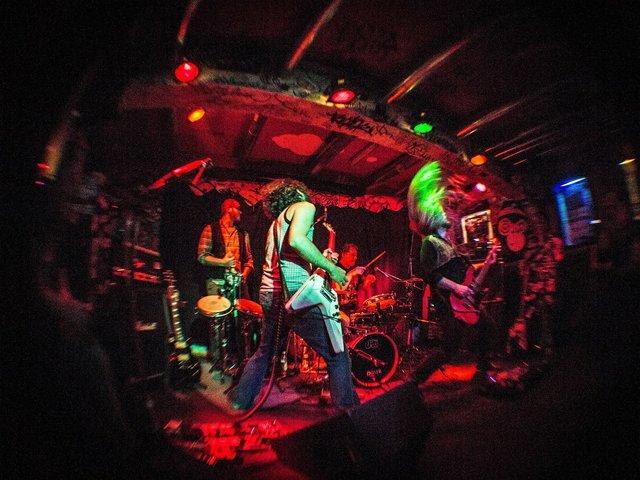 Lokale Helden_IV_Wight_Live.jpg