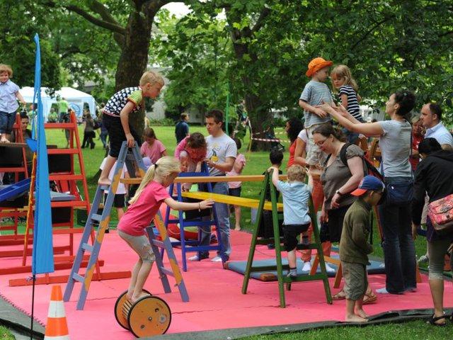 sport_spiel_herrengarten_sportfest_living.jpg