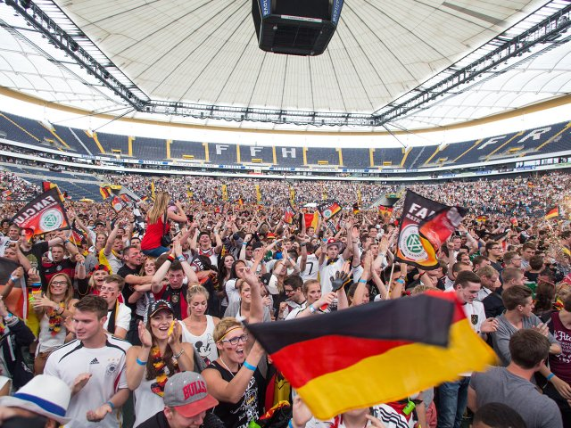 public_viewing_commerzbank_arena_panorama.jpg