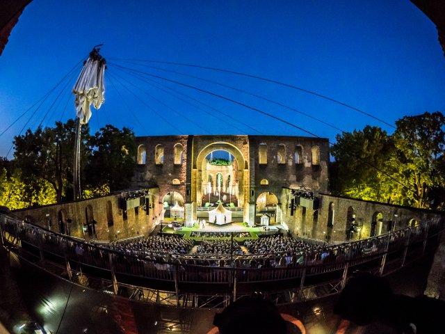 Theater-Festival im Sommer