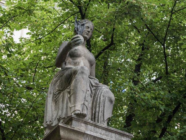 Liebig Denkmal Engel Apotheke C Klaus Mai